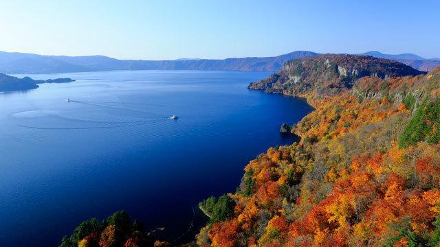 秋の十和田湖(青森県側).jpg